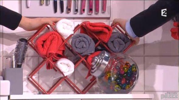 Un range bouteilles pour ranger ses serviettes de bain astuce beautiful salledebain - Deco toilet idee ...