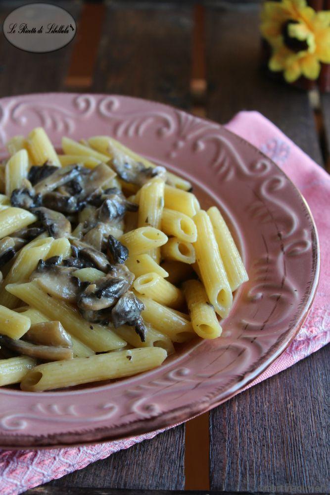 Pasta con funghi e gorgonzola