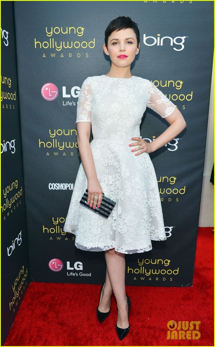 #GinniferGoodwinMonique Lhuillier, Young Hollywood, Red Carpets, Ginnifergoodwin, Ginnifer Goodwin, White Lace, Christian Louboutin, Hollywood Awards, Lace Dresses