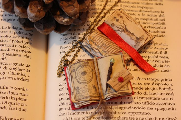necklace- the book of fate, and the tree of life in the Middle Ages