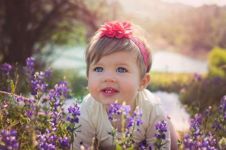 Nombres hippies (o de inicio de año) para tu bebé