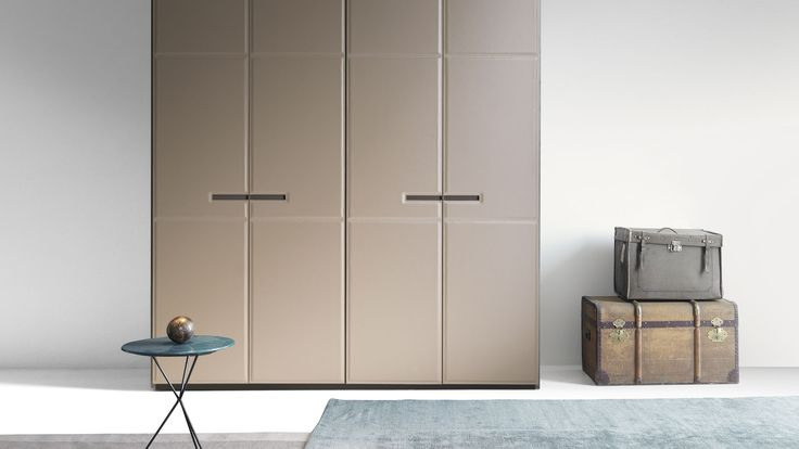 LEMA   WARM by David Lòpez Quincoces is a closet characterised by rich and important aesthetics and at the same time, by a natural look thanks to the leather finish. The stitching exalts the light padding and create asymmetric graphic patterns that confer flow to the surface.