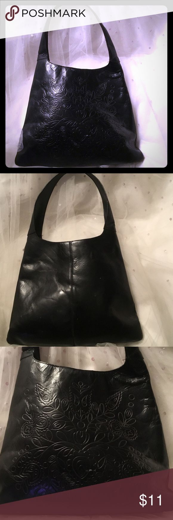 Gap purse Black leather purse with embossed design. Beautiful purse . No rips, stains . GAP Bags Shoulder Bags