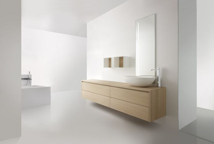 Prachtige badkamer van Casabath (Italië) Witte gietvloer. Houten meubel.