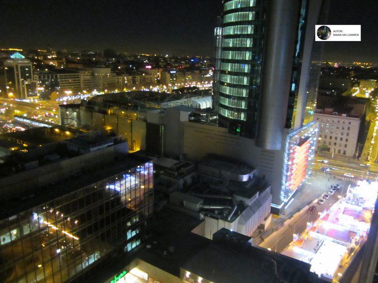 Torre Titania - AZCA - Navidad 2014 / 2015 - Madrid - Iluminación Navideña en la Castellana , abajo a la derecha una pista de patinaje sobre hielo y atracciones infantiles navideñas que se instalaron junto a la Torre Titania