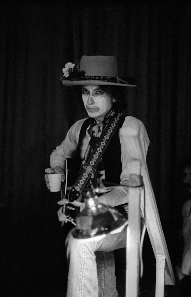 Bob Dylan's Rolling Thunder Revue: Rare and intimate photographs of backstage | Creative Boom