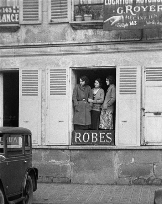 """""""Quelque chose d'intéressant, Paris"""" (André Kertész, 1930)"""