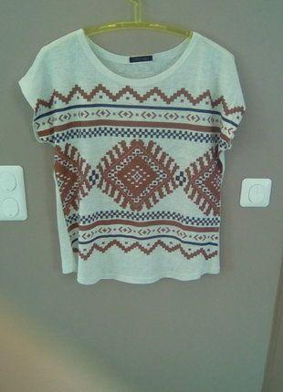 À vendre sur #vintedfrance ! http://www.vinted.fr/mode-femmes/hauts-and-t-shirts-t-shirts/27642558-t-shirt-imprime-azteque-en-bon-etat