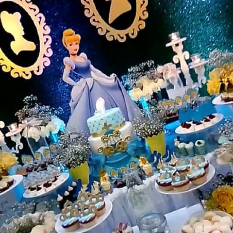 Esta noche una Hermosa decoración de #cenicienta Decoración @yanellaortega Personajes @yulyeventos Exelente fiesta! No te pierdas todos los detalles.. Atentos!! SOMOS BAMBINO EVENTOS ... ESTAMOS EN LA AVN 14a Entre calle 71 y 72