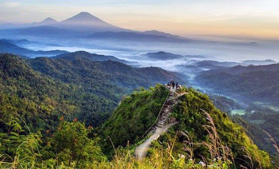 Puncak Gunung Kukusan.