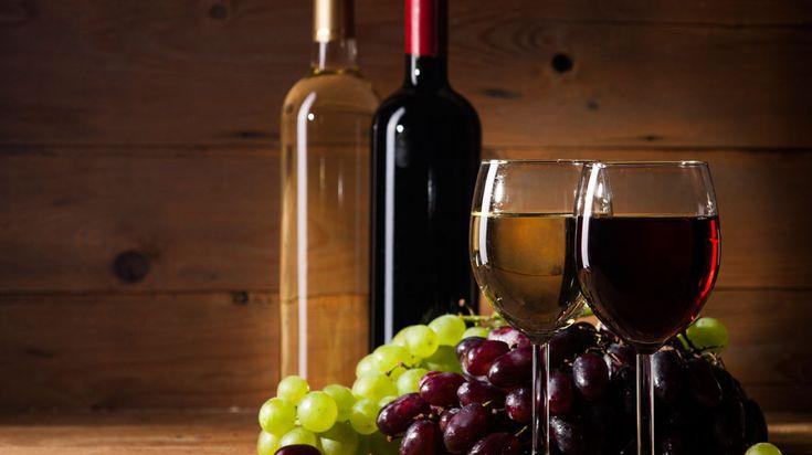 Het najaar brengt warmte in de keuken: volle, rijke, aardse smaken. Met wat wijn in het eten wordt alles nóg lekkerder. Wij hebben voor u een aantal heerlijke gerechten met wijn op een rij gezet