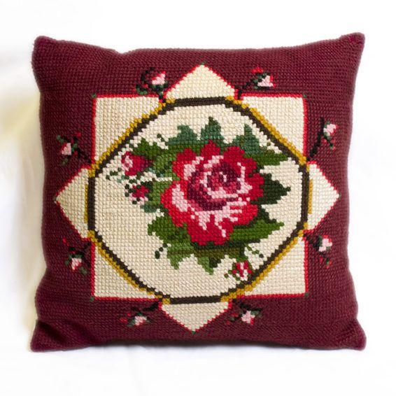 Подушка с ручной вышивкой, роза, 37х37    Эти подушки ручной работы от Osha позволят вам наслаждаться красотой цветов в любое время года.    Размер: 37х37 #cushion #pillow #hand-knitted #hand-made #openwork #decor #ukraine #madeinukraine #embroidery #cotton #linen #wool