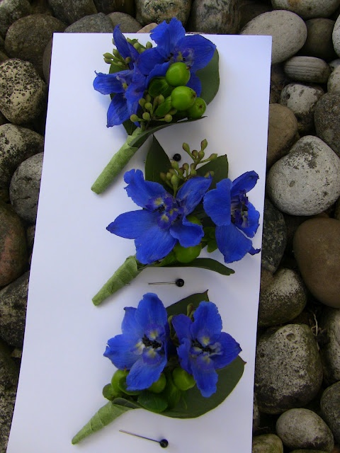 Delphinium Boutonniers, I would maybe add one white rose in there for the groom.