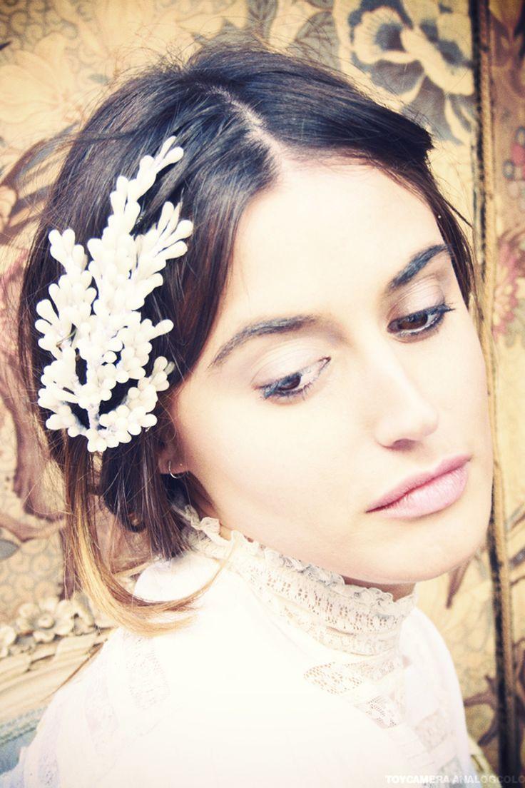 Nuestra modelo Inma Porras para VOGUE. Aquí nuestra sesión con ella:   https://www.facebook.com/media/set/?set=a.352265064872816.77413.104655582967100=3     Tocados artesanos para novias Ani Burech la nueva línea de la firma Cherubina: Tocado de flores cera de Ani Bürech
