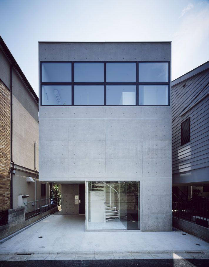 BLEU コンクリートい打放しによる賃貸併用狭小住宅のファサード