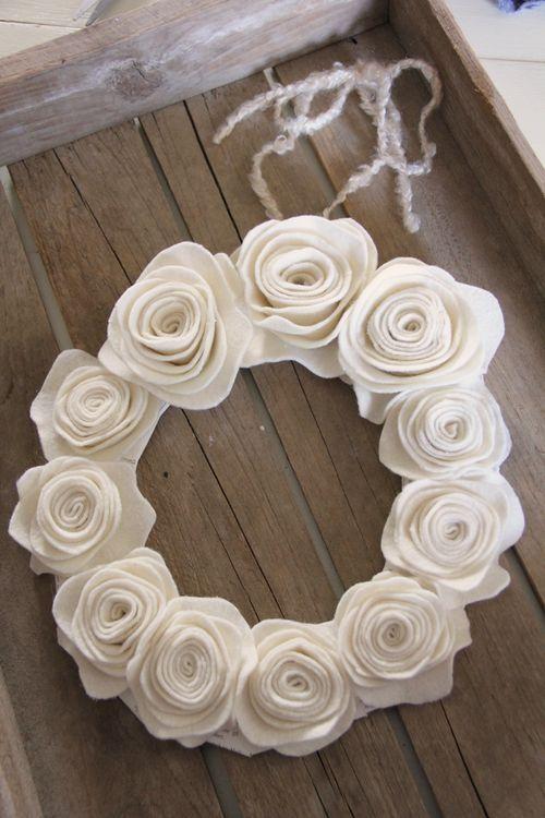 白いフェルトでお花を作ってつなぎ合わせればかわいいお花の王冠の完成❤︎手作り髪飾りの作り方❤︎