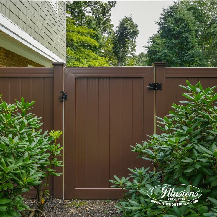 Beautiful Brown Illusions Vinyl Fence Is The Best Brown Pvc Vinyl Fence Available Brown Fence Fencideas Vinyl Fence Vinyl Privacy Fence Vinyl Fence Panels