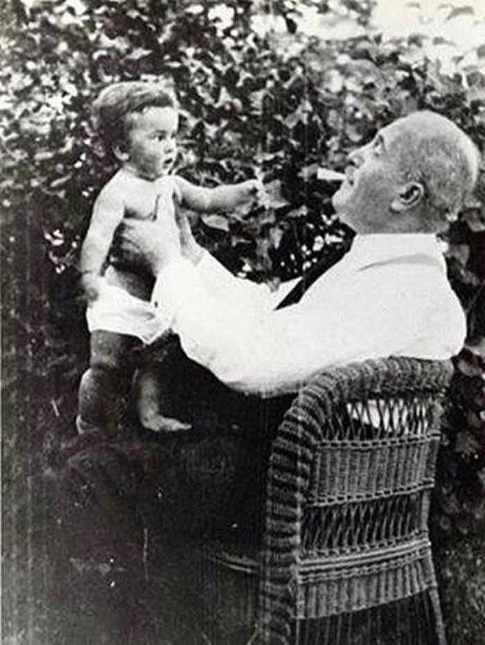 Állatkerti körút 2. Gundel Károly és unokája Latinovits Zoltán 1933