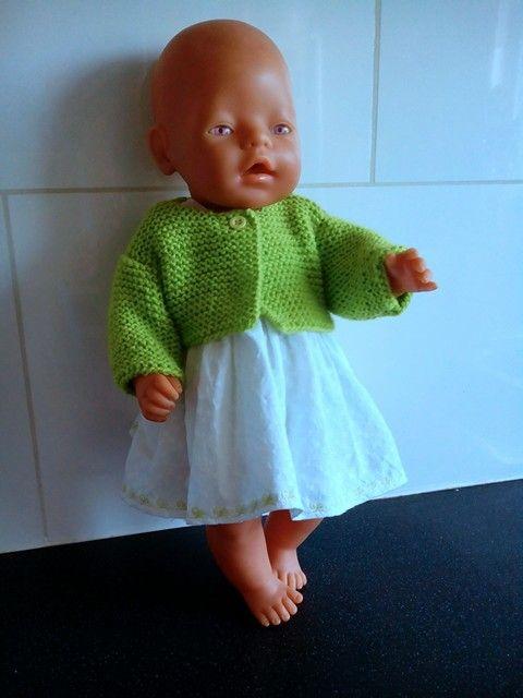 Voor babyborn: een zomersetje bestaande uit een wit overgooiertje met limegroene details, een limegroen bolerootje en een bijpassend broekje die over de luier past. Voor meer zelfgemaakte poppenkleding: kijk op mijn fbpagina: Helma's Poppenkleding