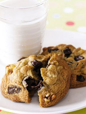 Everyone needs a little bit of sugar in their life - this website lists multiple desserts that are under 200 calories for when you want that little treat in the afternoon!