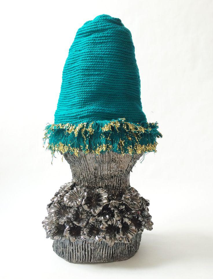 Sophie Truant Potiche I, 50 X 26 cm, 2015, faïence émaillée, corde et paillettes