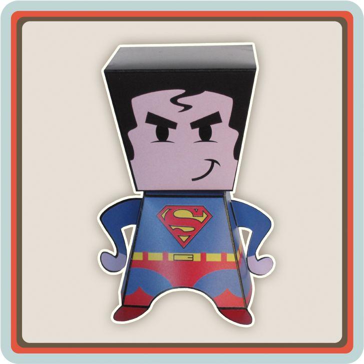 Superhelden opgelet! Superman stuurt een uitnodiging speciaal aan alle superhelden die hij kent voor een ongelofelijk stoer feest waar alleen superhelden mogen komen. Vraag aan je vriendjes of ze hun mooiste superhelden pak willen aantrekken wanneer ze komen zodat jou superhero party los kan barsten.