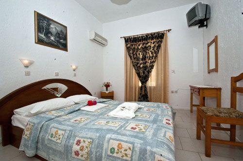http://skopelosholidays.weebly.com/kimata-apartments-skopelos-panormos.html#.UmPwH_nvi4E