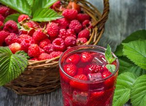 Вкусный компот из малины на зиму: простой рецепт