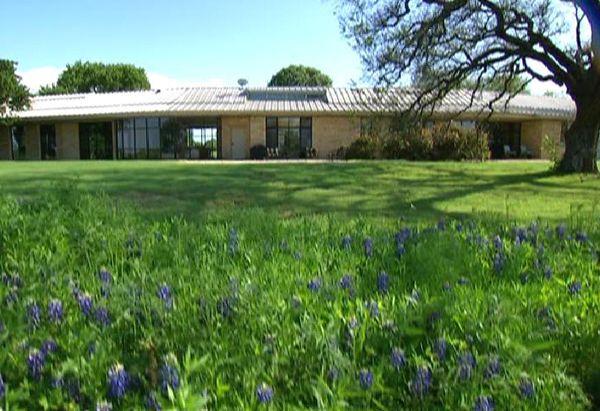 Tour the bush 39 s crawford retreat the white dream homes for Bush house designs