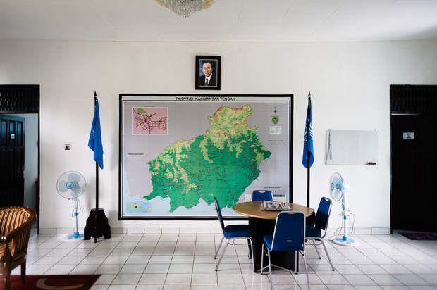 Bornéo, laboratoire de la lutte contre la déforestation ?Les Nations Unies veulent faire de Bornéo un laboratoire du programme REDD  de lutte contre la déforestation. Plusieurs ONG internationales ont également leurs bureaux sur l'île. On ne les retrouve pourtant pas sur le terrain...Palangkaraya, Bornéo, Indonésie