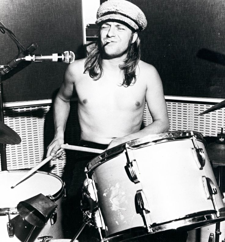 Robert Wyatt behind the drums for Soft Machine.