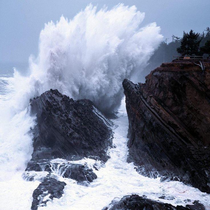 Crashing Waves  Shore Acres State Park  Oregon