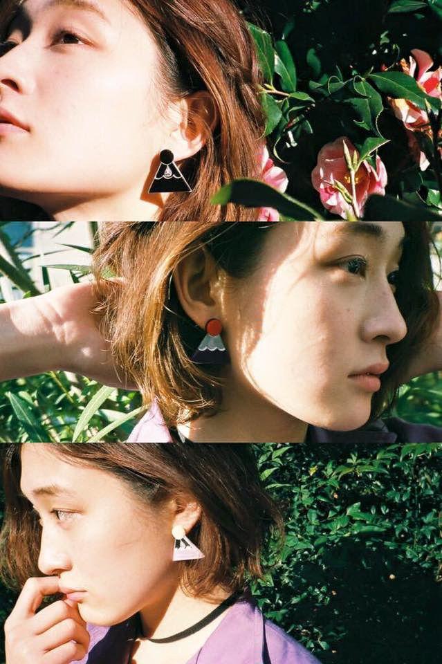 音楽ユニット「水曜日のカンパネラ」とデザイナーのKAEが手がける「ハイミートウキョウ(High-Me TOKYO)」が、コラボレーションアクセサリーを発売した。ピアス、イヤリング、ブローチが、ライブ会場で数量限定販売されている。