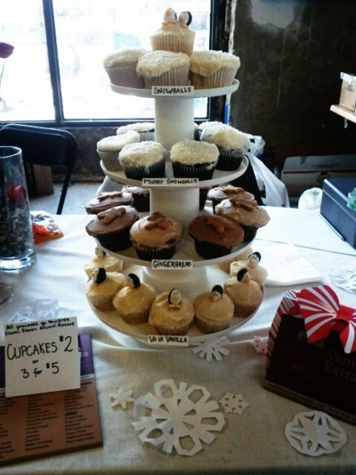 first business adventure - cupcakes for the cease holiday flea market: Cupcakes Rosa-Choqu