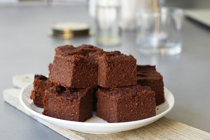 Vegan chocolate brownie, Brownie no flour, Brownie oats, Brownie almond, Brownie with dates, Vegan recipes, Vegan snack recipes, Healthy baking, Glutenfree baking, Gezonde tussendoortjes,, Brownie zonder suiker, Brownie zonder honing, Brownie van amandelmeel, Brownie van havermout, Glutenvrije brownie recept, Vegan karamel brownie met zeezout, Vegan bakrecepten, Glutenvrije brownie recepten, Brownie zonder ei, Glutenvrije foodblogs, Gezonde brownie bakken, Beaufood recepten, Brownie van…