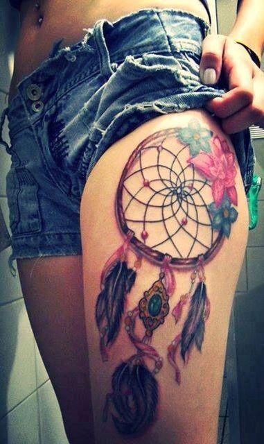 Tattouage capteurde reve sur la jambe