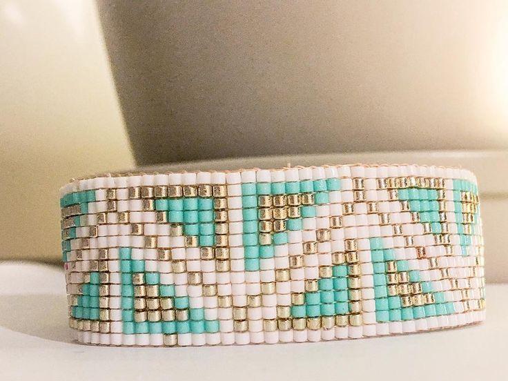 "123 mentions J'aime, 5 commentaires - Miyuki Jewels (@miyuki_jewels) sur Instagram: ""Dispo Bracelet graphique en perles miyuki Delicas, plus d'infos en ID.#bijoux #bijou #jewellery…"""