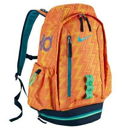 Nike KD Fast Break Backpack ของแท้มือ 1 รับประกันของแท้จาก Nike   ข้อมูลเพิ่มเติม  ขนาดกระเป๋า 50CM X 32CM X 23CM  สนใจสามารถติดต่อสั่งซื้อ หรือติดต่อสอบถามได้ที่ www.peeposhop.com  Email:peeposhop@yahoo.com  เบอร์โทร.0893144970   BLog : http://peeposhop.blogspot.com Line : peeposhop (0893144970) Whatapp : peeposhop (0893144970)