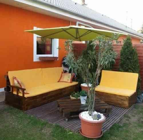 Canapé, table et fauteuil de jardin en palettes de bois