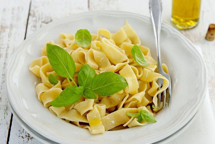 Zelf pasta maken moeilijk? Helemaal niet met dit recept voor verse tagliatelle - Recept - Allerhande