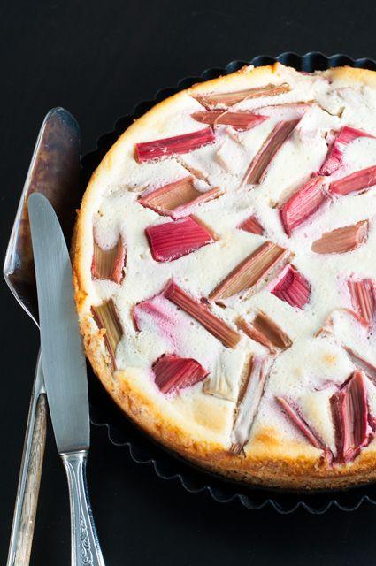Rhabarberkuchen mit luftigem Quarkguss - sooo lecker! #Rhabarber #Käsekuchen