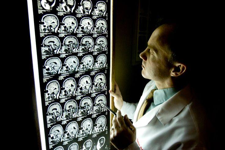 El Doctor Hennen está Doctorado en Quiropráctica en el Palmer College of Chiropractic, en Davenport, Iowa