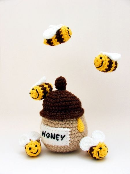 a macis babaforgó új darabja - méhecskék mézes bödönnel / new piece of baby mobile with teddy bears, honey pot and bees