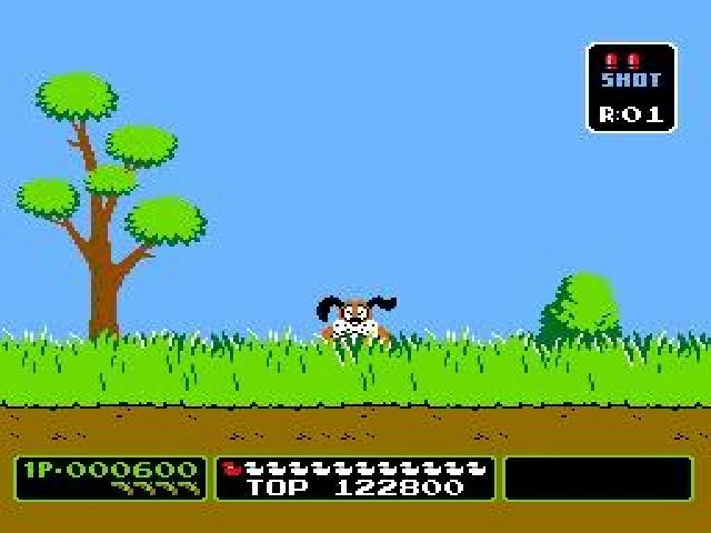DUCK HUNT - Nintendo NES - Le mythique jeu de chasse au canard de Nintendo. Combien de fois ai-je voulu shooter le chien qui se foutait de moi lorsque je ratais un tir.