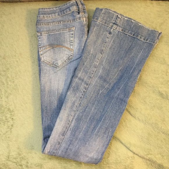 Decree flare leg jeans Medium-light wash denim with a flare leg. Goes with anything! Wear with your favorite oversize sweater or a baby tee and you're guaranteed to look great! Decree Jeans