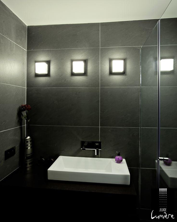 1000 id es propos de salles de bains sombres sur. Black Bedroom Furniture Sets. Home Design Ideas
