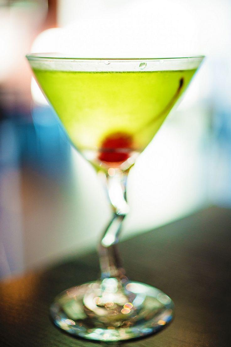 Apple Martini http://winedharma.com/it/dharmag/aprile-2015/apple-martini-cocktail-la-ricetta-originale-gli-ingredienti-la-storia-di-un-gran