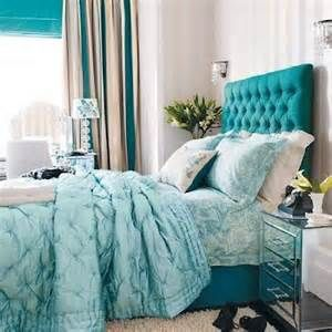 Using my green/blue/turquoise stuff in my new bedroom