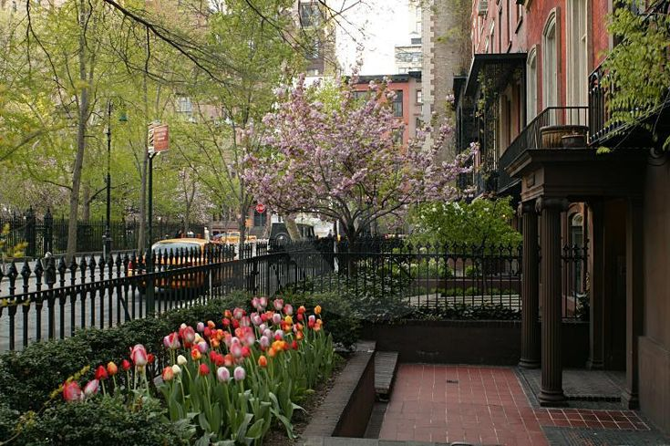 60 best brownstones images on pinterest townhouse for Gramercy park townhouse for sale