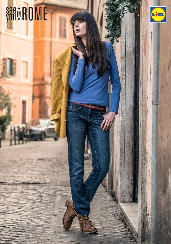 Klasyczne jeansy nigdy nie wychodzą z mody! Podobnie jak proste bluzy. Do tego wygodne buty i już możesz wędrować po ulicach Rzymu! #lidl #moda #damska #esmara